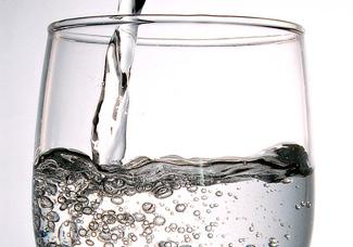 <p>Fresh Aqua szűrt víz</p><br>A vízszűrés során sokféle részecskét, szennyeződést, mikroorganizmusokat és nem kívánatos oldott anyagot teljesen eltávolítanak vagy lényegesen lecsökkentik a mennyiségüket.